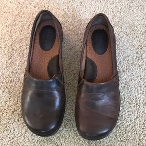 BOC size 7M, brown leather round toe loafers .